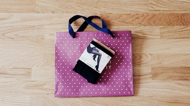 Hinter Nylon versteckt sich ein Kunststoff, der weit mehr kann als nur Beine nett zu verpacken (© marie-curie.com)