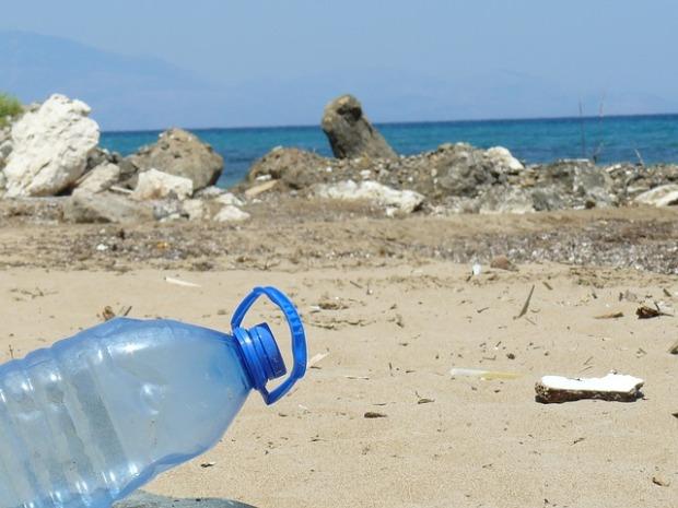 10 Mio. t Abfall landen jedes Jahr im Meer; der Großteil besteht aus Kunststoff (© cc-by-sa)