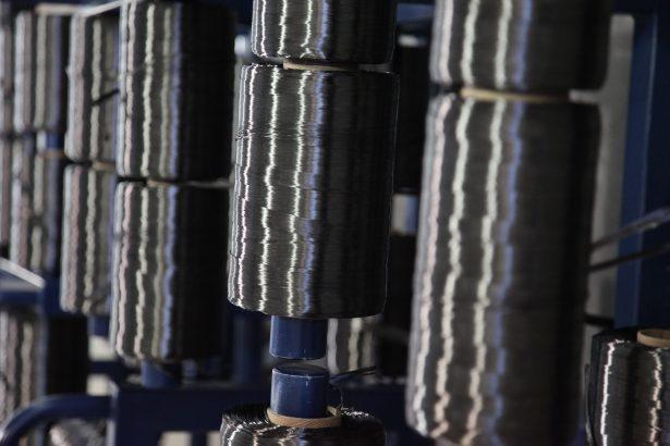 Leichte Faser, harter Stoff: CFK macht Autos nicht nur leichter, sondern auch stabiler (© BMW)