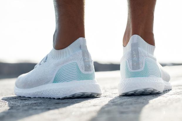 Der Trend geht zum Treibgut: Für seinen Ultra Boost Uncaged verwendet Adidas unter anderem Kunststoffabfälle aus dem Meer (© Adidas)