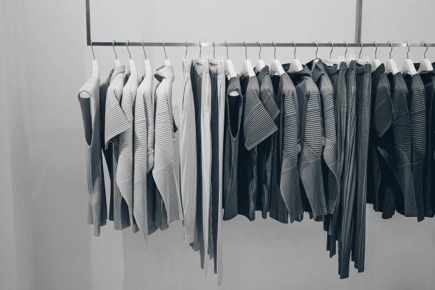 60 neue Kleidungsstücke kauft sich jeder Deutsche im Jahr (© Pixabay)