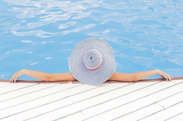 Pool statt Redaktion, das wärs. Aber bis es soweit ist, muss ich noch irgendwie das Sommerloch überstehen. © Pixabay