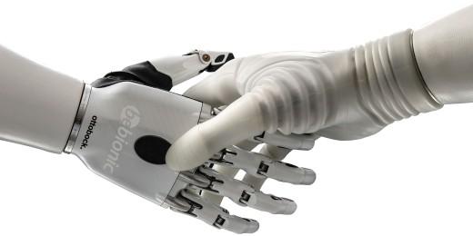 Filigrane Kunst: Individuelle Motoren in den Fingern ermöglichen ein natürliches und koordiniertes Bewegen und Greifen. (Bild: Ottobock)